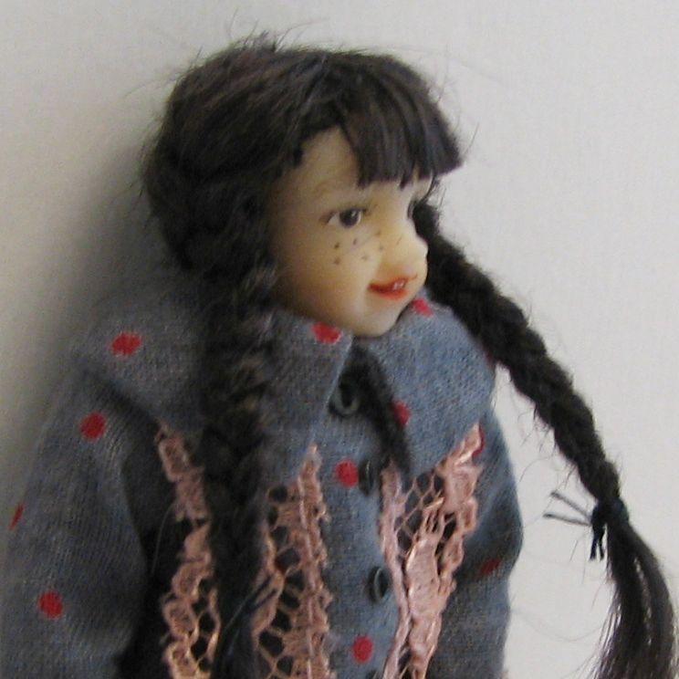 SALE Dollhouse Dressed Girl Doll Heidi Ott HOXC040 blu-grigio dress Miniature
