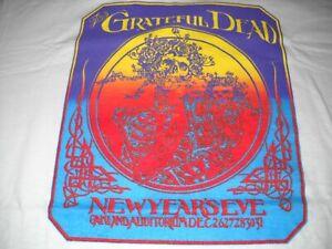 GRATEFUL-DEAD-SKELETON-SKULL-ROSE-OAKLAND-YEARS-EVE-DEC-1982-CONCERT-T-SHIRT-NEW