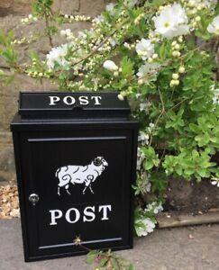 Acier Boîte postes. Noir avec RAM Mouton Yard Allée Entrée