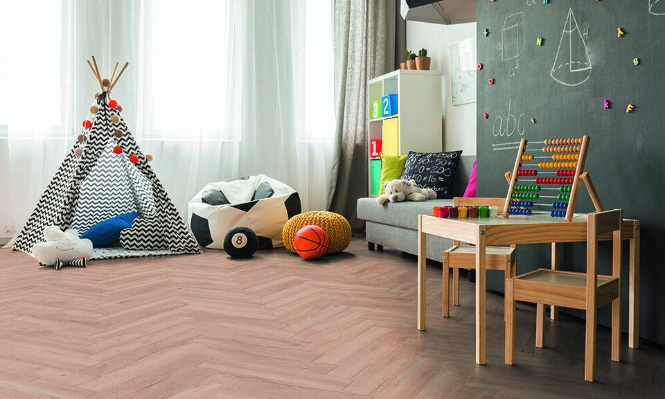 Smukt sildebens laminat gulv, til super pris!