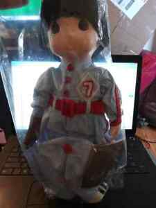 PRECIOUS-MOMENTS-COLLECTION-1991-16-034-DOLL-BASEBALL-PLAYER-WITH-MITT-WITH-STAND