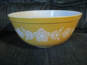 Pyrex Ovenware Vintage Mixing Bowl Gold Yellow White Flowers Butterfly 1/2 Qt.
