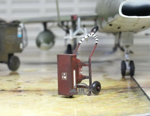 USAF Fire Extinguisher F4B for aircraft in base 1:48 Pro Built Model