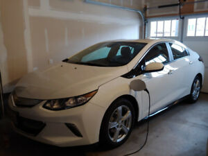 2018 Chevrolet Volt **low kms** like new condition 0.9L/100km