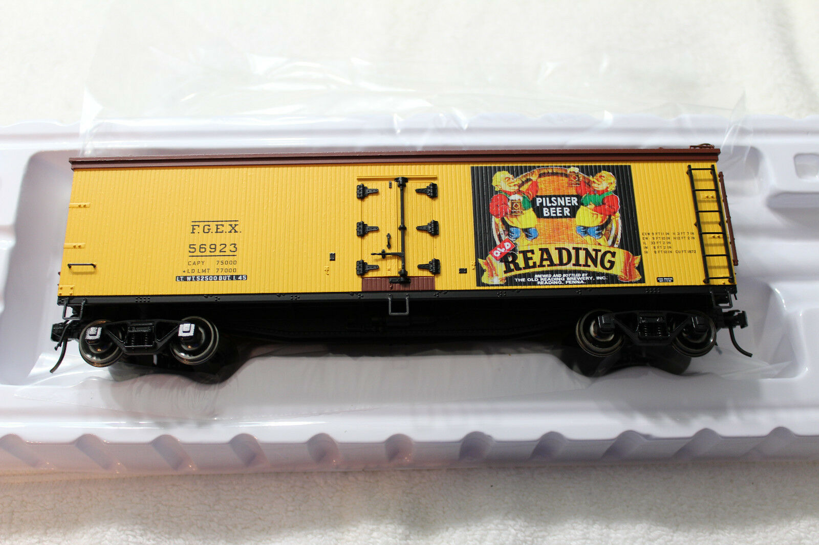 3002544 Old Reading Pilsner Beer 40' Wood Side Reefer Car 2 Rail NEW IN BOX