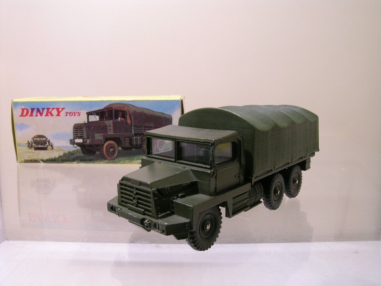 DINKY TOYS FRANCE NR.824 CAMION MILITAIRE BERLIET GAZELLE 6X6 MINT/BOXED 1:55