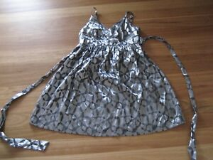 LADIES-CUTE-BLACK-amp-SILVER-GREY-SLEEVELESS-POLYVIS-DRESS-BY-HOT-OPTIONS-SIZE-12
