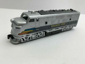 Pacific-Line-Locomotive-Train-Engine-toy-2013-pre-owned
