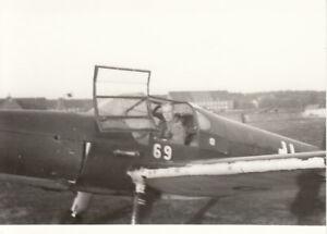 Foto-Luftwaffe-Flugzeug-Buecker-181-der-LKS-3-Oschatz-im-Sommer-1944