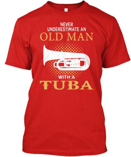 Vieil homme avec un tuba-Ne Jamais Sous-Estimer un Ole Standard Unisexe T-Shirt
