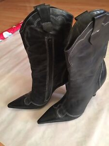 BCBG-womens-leather-boots-size-6