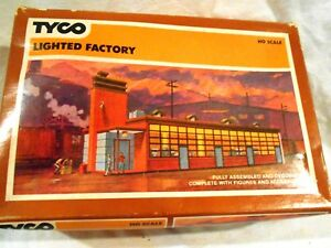 Tyco-HO-Scale-Lighted-Factory-Original-Box-w-Additional-Shrubs