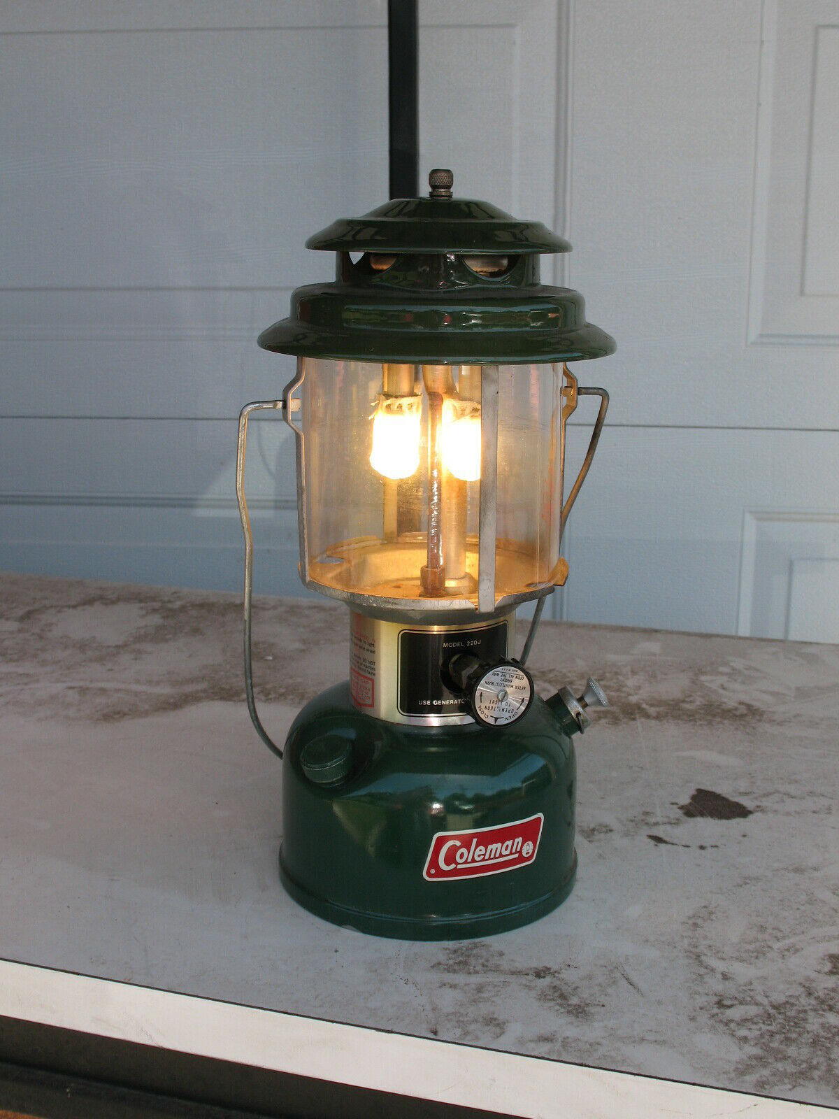 COLEMAN 1978 220J195 white gas lantern lamp light with  oem glass and case used  order online