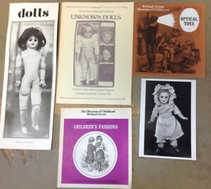 Bethnal Green Museum Of Childhood Selection Of Doll And Toy Leaflets Limpide à Vue