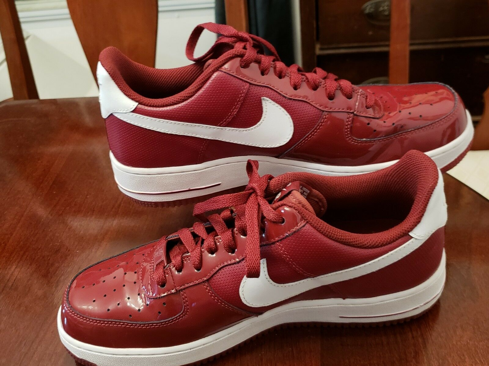 Mens Nike Air Force 1 Red White low leather shoes Size 9 excellent used