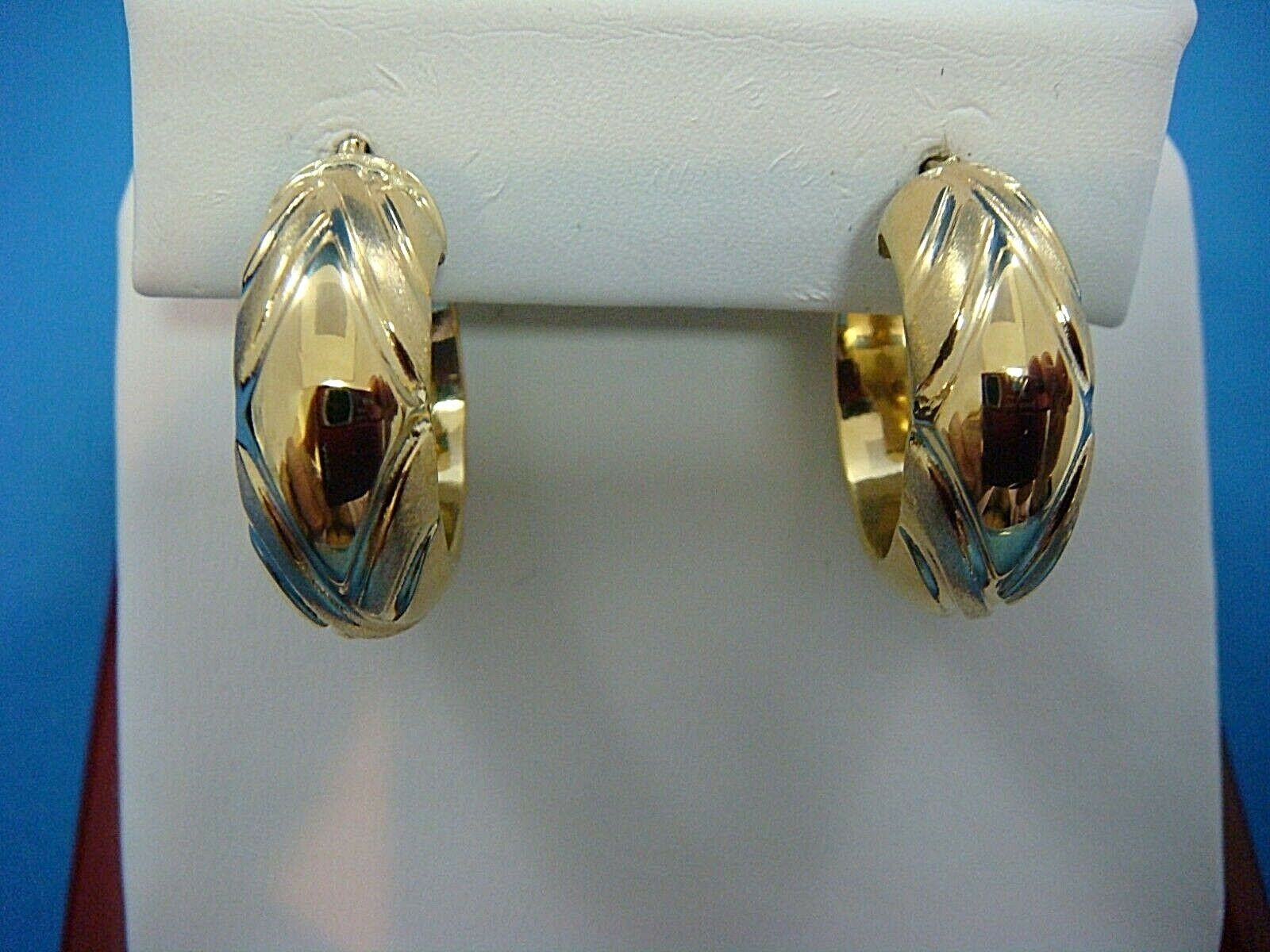 18K YELLOW gold LADIES 8.5 MM WIDE HOOP EARRINGS, 5 GRAMS, MADE IN ITALY