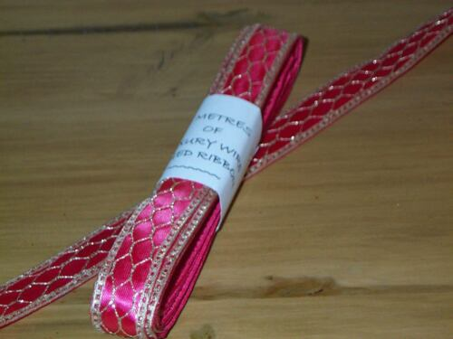 """5 Metres Cerise Wire Edged Ribbon With Gold Mesh Design 2.2cm//7//8 /"""" Wide."""