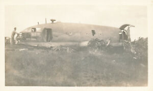 WWII-1940-039-s-USAAF-South-Pacific-at-Biak-Photo-6-Japanese-airplane-wreck
