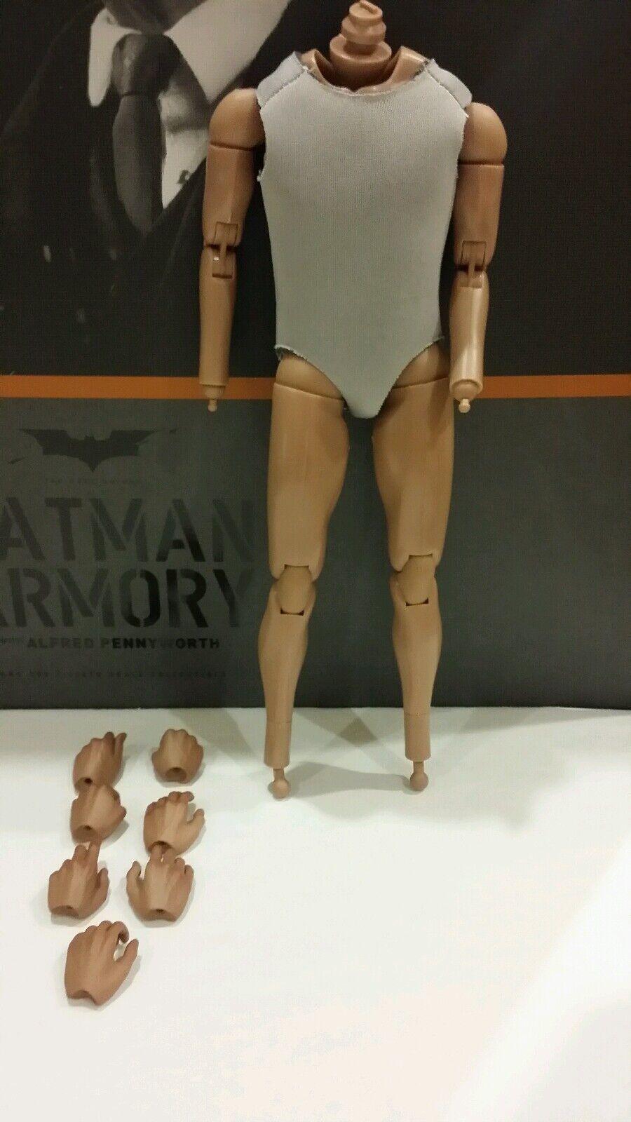 Hot Juguetes MMS235 MMS236 de 1 6 Figura De Acción Batman Armory Alfrojo Pennyworth Cuerpo