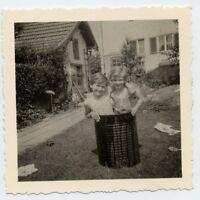 Foto zwei Mädchen das Bad in der Tonne 1961 garten kinder spass