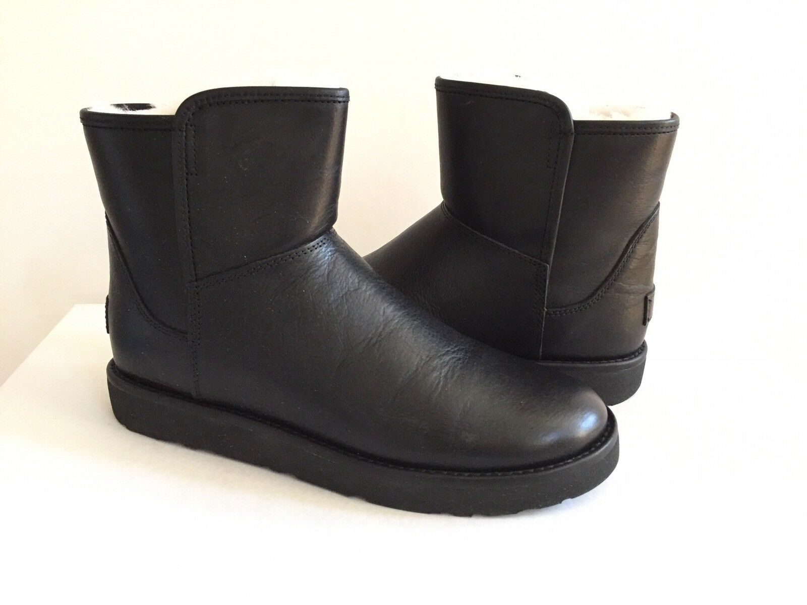 UGG CLASSIC MINI ABREE LEDER NERO BLACK Stiefel US 9 / EU 40 / UK 7.5 - NEU