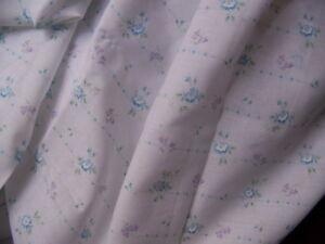 Aimable Coupon De Tissu Fin Petites Fleurs - Tm 40/2 ExtrêMement Efficace Pour Conserver La Chaleur