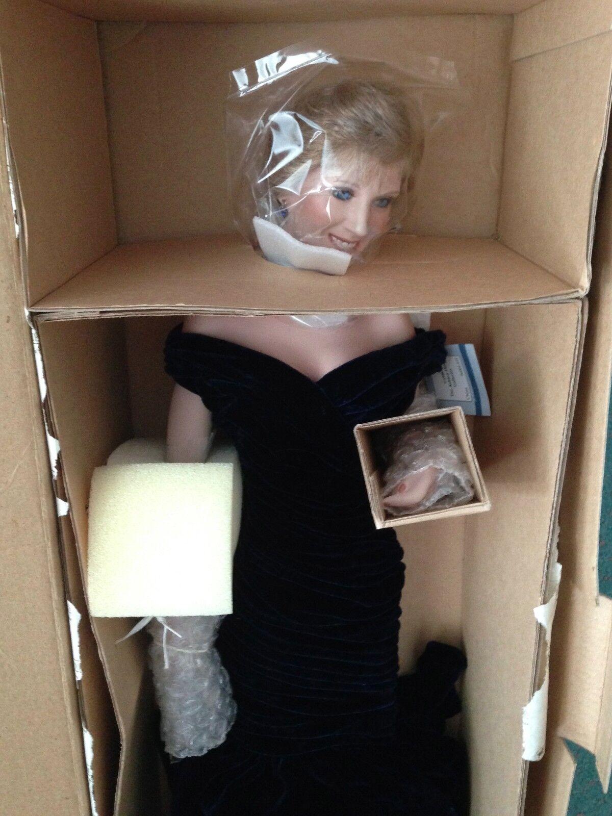Ashton Drake 18  Princesa Diana en Terciopelo Vestido Sin Usar, En Caja Con Certificado De Autenticidad nunca quitado de la Caja Perfecto