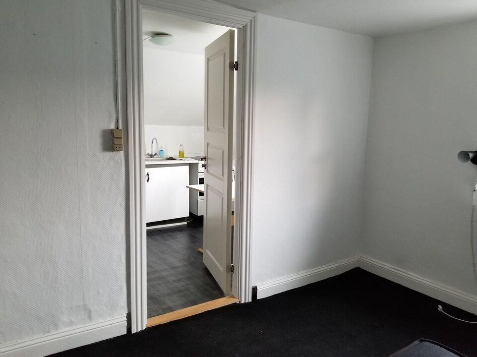 8270 værelse, kvm 12, mdr forudbetalt leje
