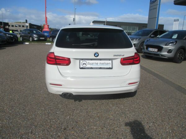 BMW 320d 2,0 Touring aut. - billede 2