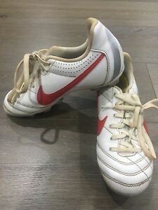 Shoes *great Con* Boys' Shoes Aggressive Boys Size 1 White & Red Nike Footy Boots
