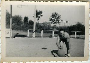 PHOTO-ANCIENNE-VINTAGE-SNAPSHOT-SPORT-HOMME-BASKET-BALL-JEU-ATHLETE-2