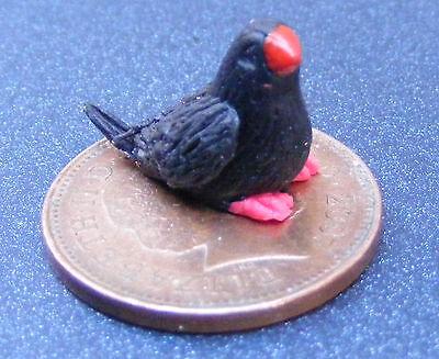 1:12 Scala Fimo Black Bird Con Piedi Rosso Giardino Di Casa Di Bambole Tumdee J-mostra Il Titolo Originale L'Ultima Moda