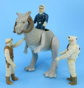 Vintage-Star-Wars-TaunTaun-with-Han-Solo-Rebel-Commander-Hoth-Rebel-Soldier