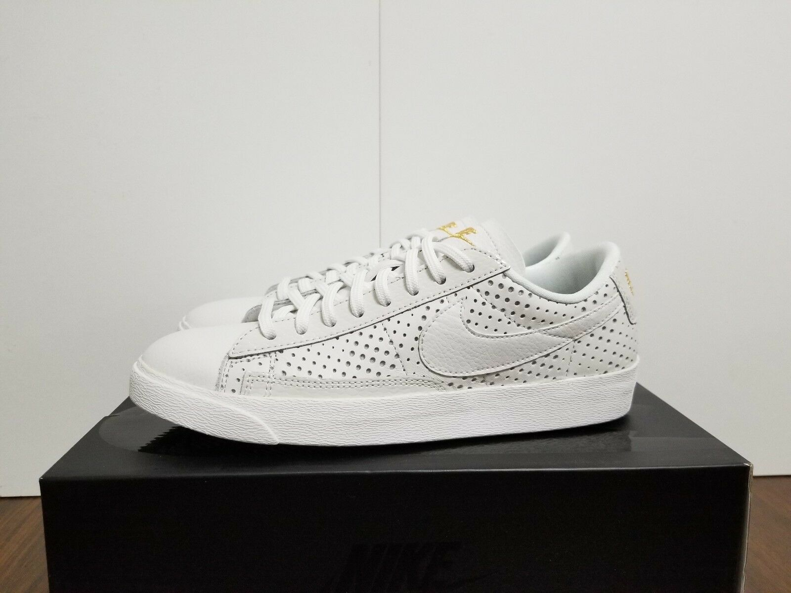 WMNS BLAZER LOW SE PRM SUMMIT WHITE/SUMMIT WHITE  AA1557 100 Seasonal clearance sale