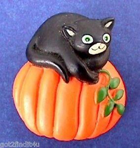 Fun-World-PIN-Halloween-Vintage-CAT-BLACK-on-PUMPKIN-Holiday-Brooch