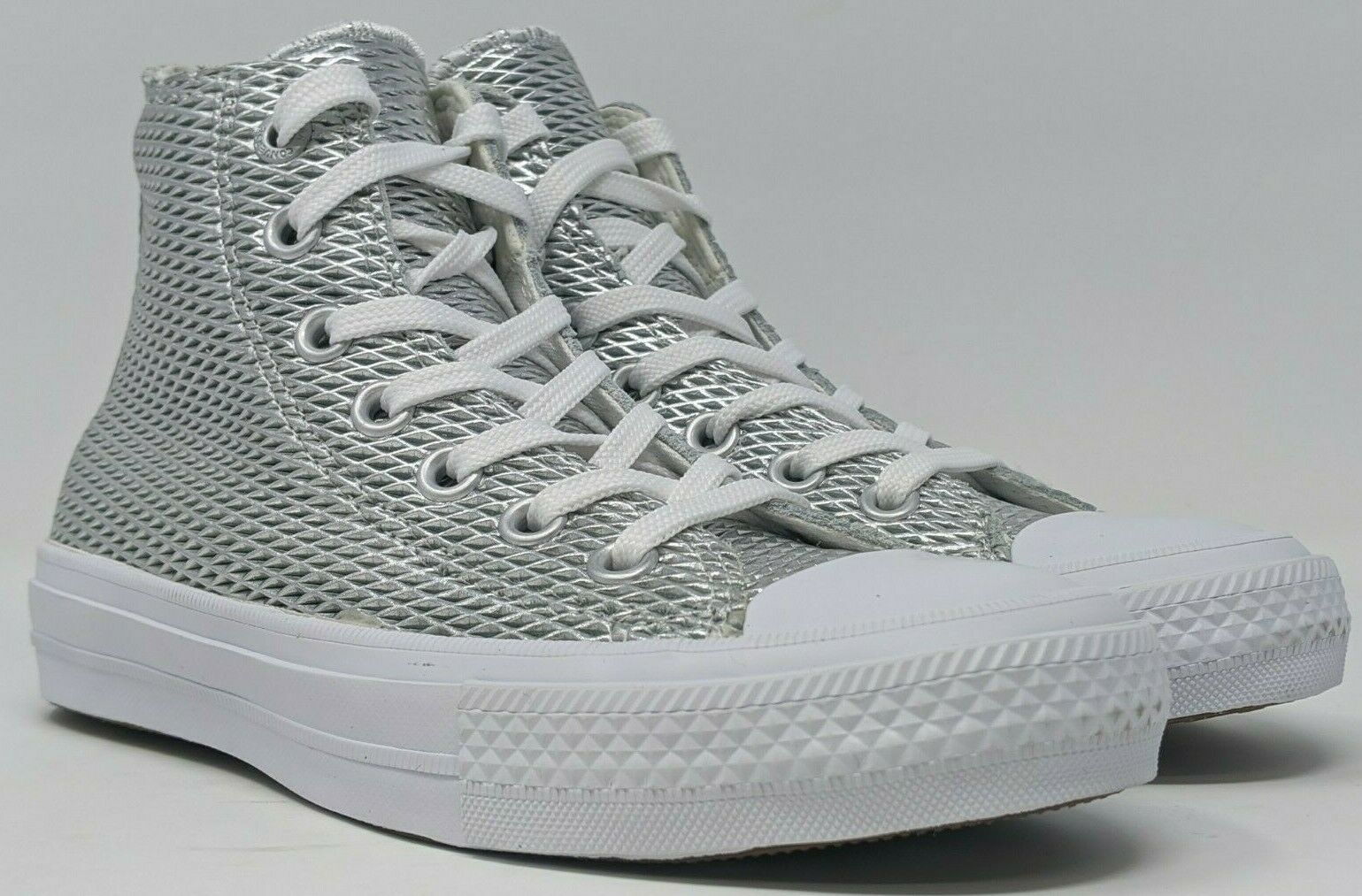 D461 Women's Converse Chuck Taylor All Star II High Silver/White Size: US 5