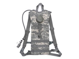 US-Army-Issue-ACU-Camelbak-Hydration-Pack-amp-100OZ-Bladder-amp-Bladder-Cleaning-Kit