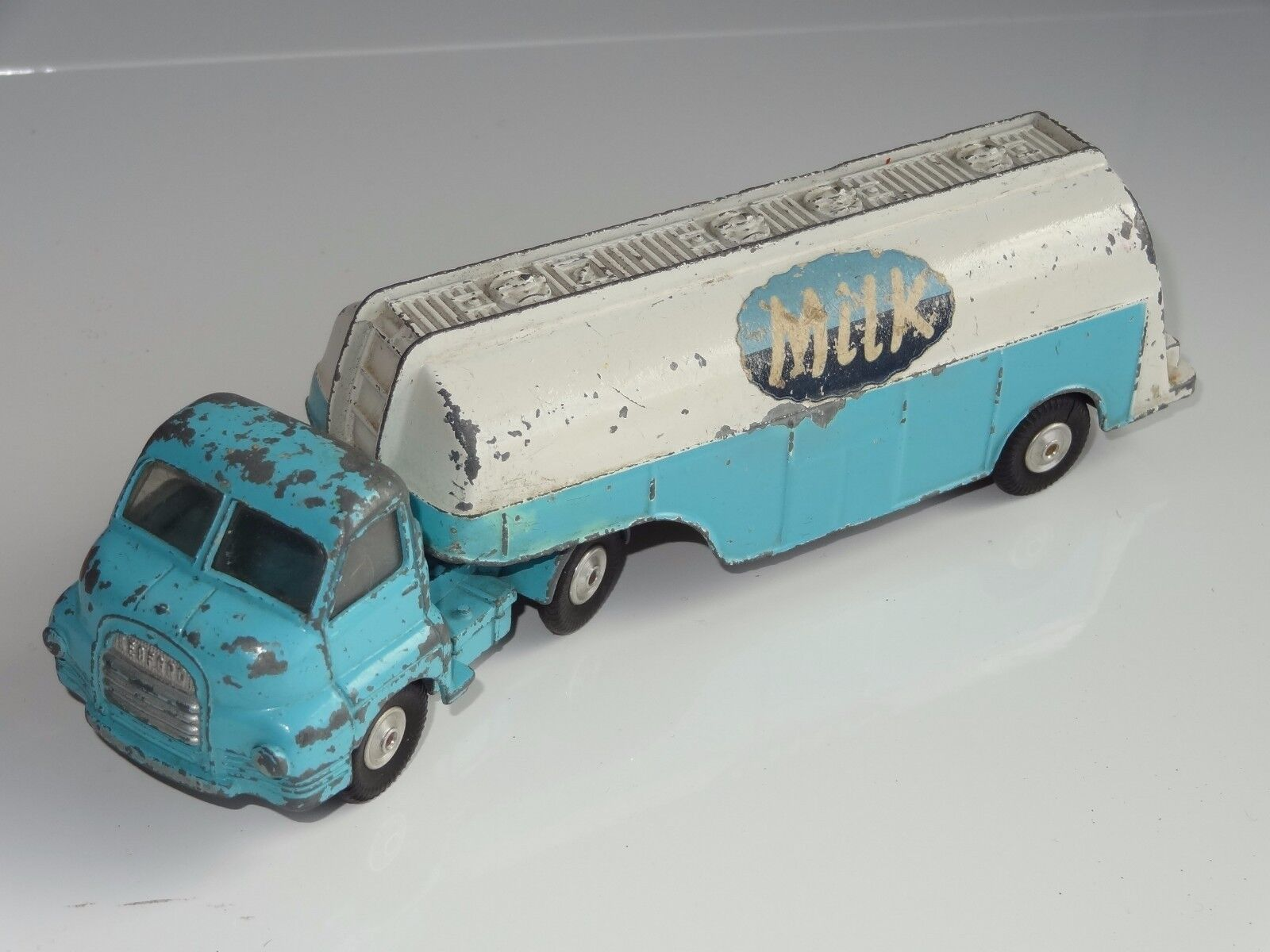(W) corgi BIG BEDFORD MILK LORRY - 1129