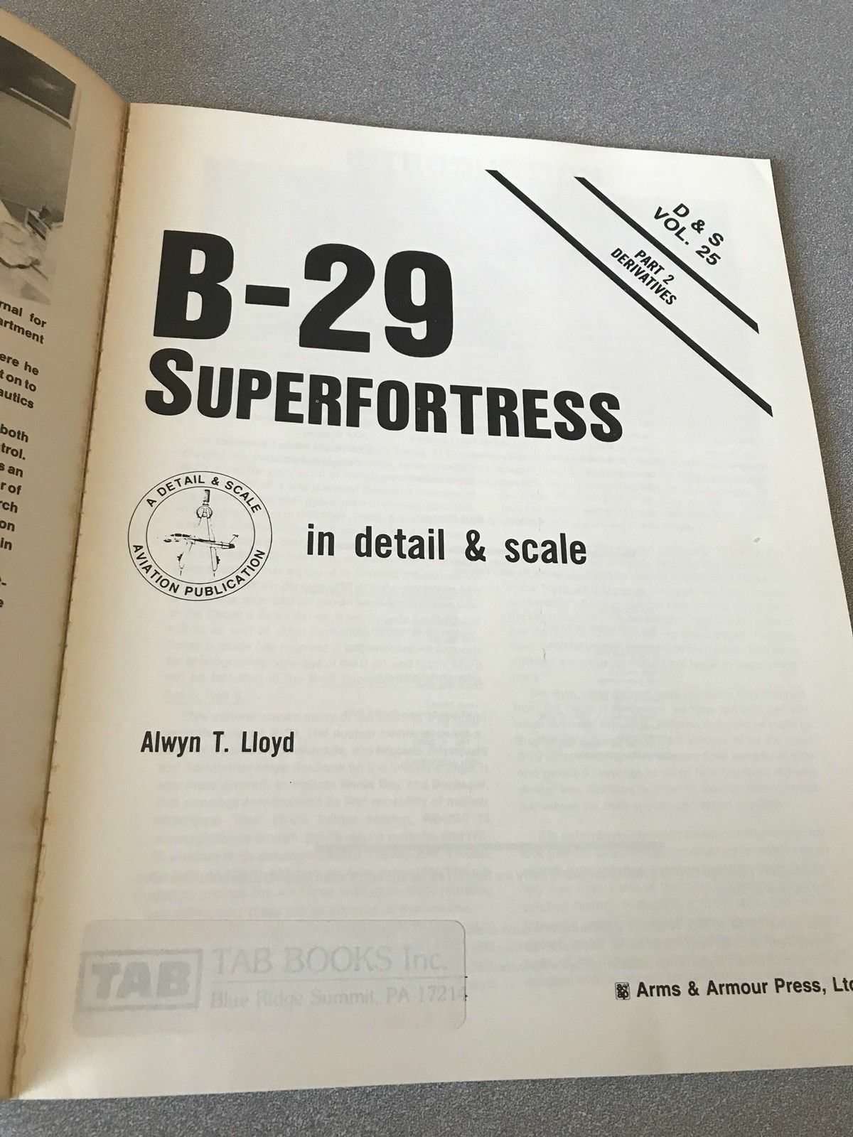 B-29 SUPERFORTRESS PART TWO -SQUADRON SIGNAL IN DETAIL DETAIL DETAIL & SCALE & DERIVATE VOL.25 7d4f09