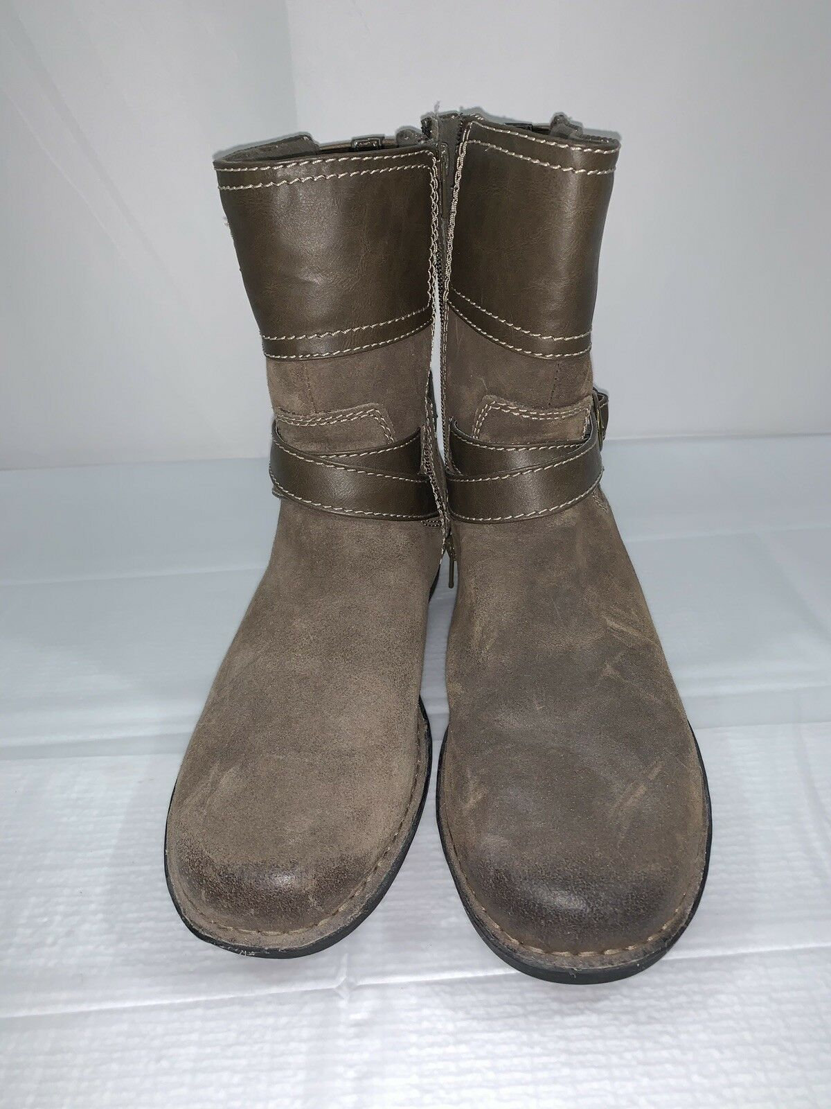 Clarks 26067151 Short Brown Boot L-11W  R-10W Brown Bootie shoes MISMATCH