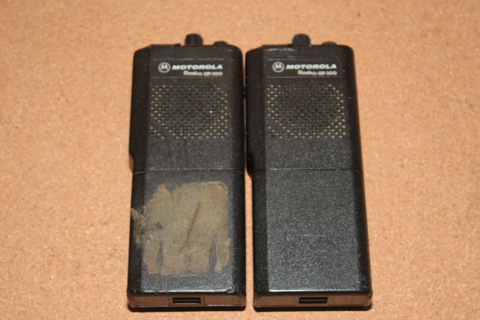 Motorola Radius Gp300 Portable P93YPC20A2AA Lot of 2 AS IS . Buy it now for 65.00