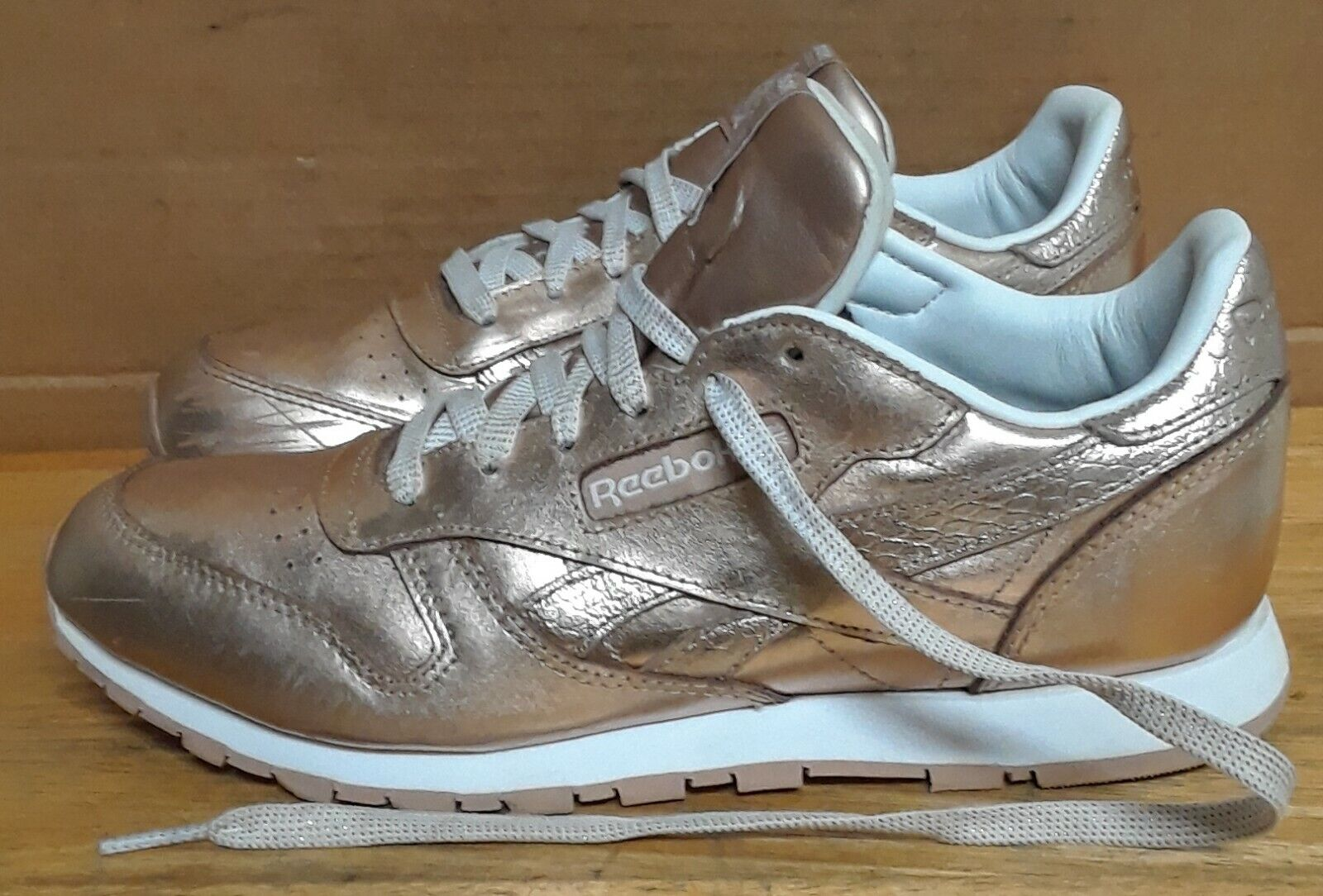 REEBOK CLASSIC LEATHER MELTED METAL WOMEN'S SNEAKERS. Sz 6