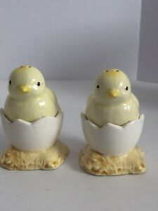 Vintage-Ron-Gordon-Baby-Chicks-Hatching-in-Cracked-Eggs-Salt-and-Pepper-Set