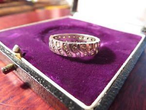 Grosser-925-Silber-Ring-Breit-Zirkonia-Memoire-Bandring-Stilvoll-Sterling-Glitzer