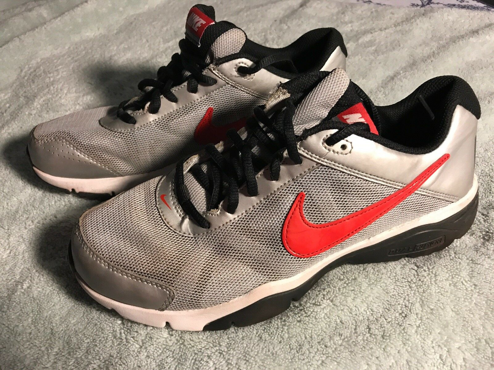 sale retailer 3fabd 40c76 Nike Nike Nike Dual Fusion TR 3 Mens Running Shoes SZ 7 Gray With Red Emblem