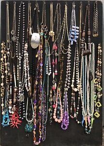 Lot-de-60-Colliers-Bijoux-Fantaisies-et-Vintage
