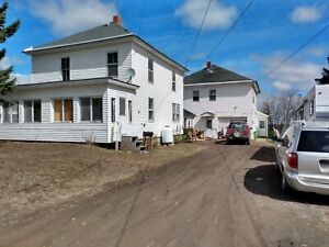Beautiful Northern ME 7br 3 bath home w. apartments
