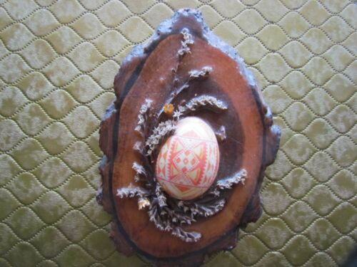 1 Decorated Easter Egg with Wooden Plaque