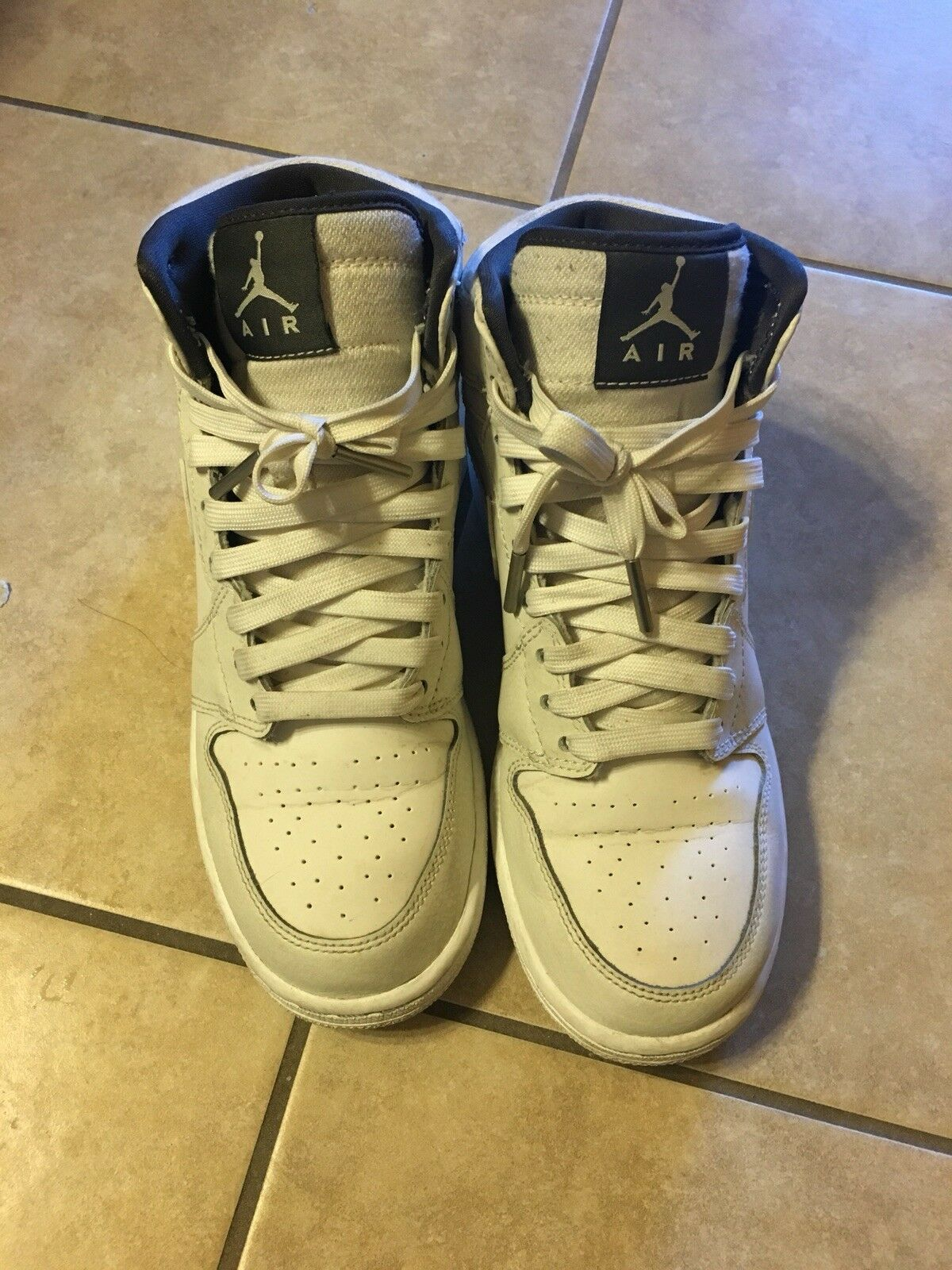 Nike Air Jordan 1 One Retro Mid in Creme The most popular shoes for men and women