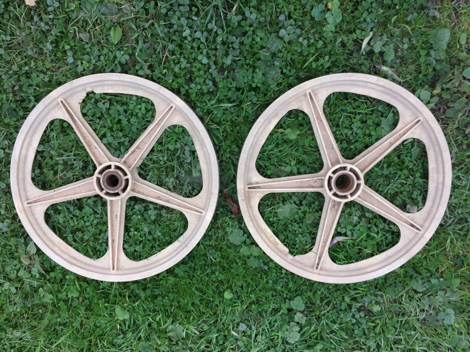 Vintage Rare Skyway BMX Mag Wheels  1970's Stamped Rubbermaid  White 5 Spoke